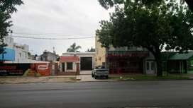 Depósito-Local Comercial c/estacionamiento en punto muy comercial!!!