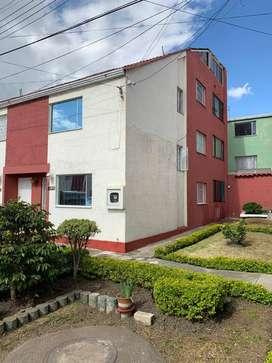 Vendo hermosa casa de 4 pisos en Villa del Rio