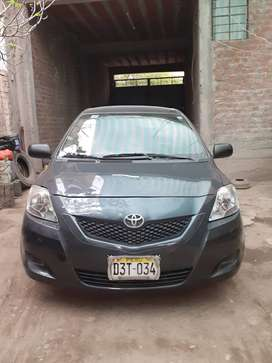 Se vende auto Yaris en buenas condiciones sin choques