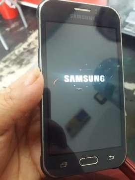 Samsung j1 ace libre sólo un detalle.  Sin trinques