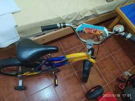 Se vende Bicicleta para niño en buen estado.!