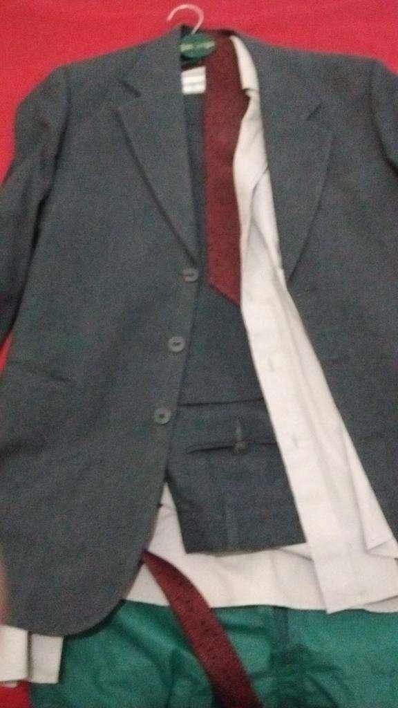 vendo traje de hombre 0