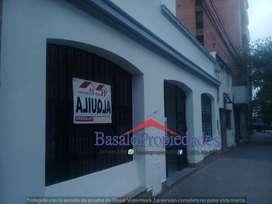 BASALO PROPIEDADES  ALQUILA - Ideal oficinas, casa en zona centro. comercial.