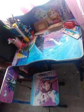 Se vende escritorio para niña 150mil