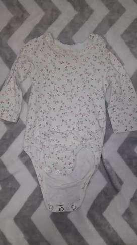Body bebé beba marca HyM recién nacido algodón organico para que no le haga mal a la piel a tu bebe