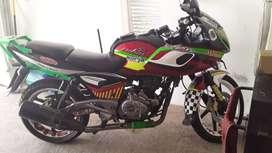 moto pulsar 220 color rojo, año 2013 al dia