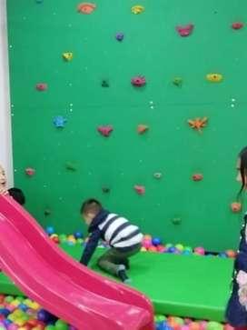 Muro de escalar infantil con estructura
