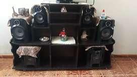 Mueble para tv, dvd, equipo de sonido para 6 parlantes y  casi nuevo precio conversable
