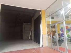 Venta de local comercial por estrenar en el centro de negocios OASIS en Avenida Narcisa de Jesús