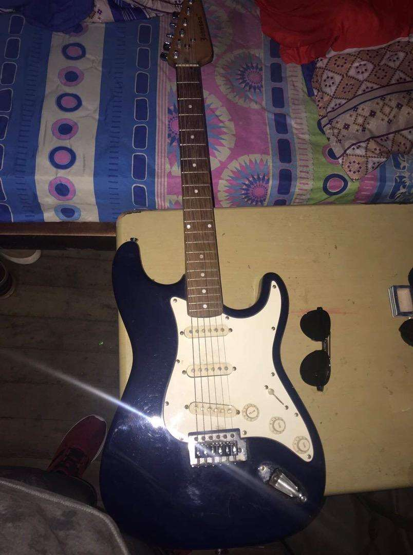 Guitarra jhonson mas amplificadoe 0
