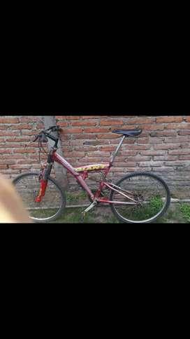 Vendo bici r26 de descenso y una xbox 360 permuto solo por una r29