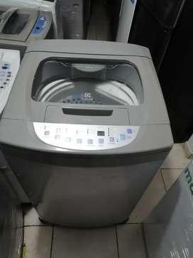 Lavadora 30 libras  electrolux, digital, buen estado