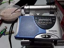 Radio sonaki pilas triplev A portable 9 * 6x2 cm  am fm usado buen estado