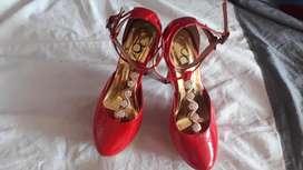 tacones rojos zapatos casi nuevos talla 37