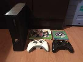 Xbox 360, 2 controles, 10+ juegos