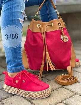 Zapatilla, bolso y cartera
