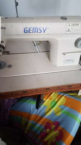 maquina de coser casi nueva