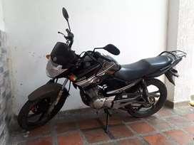 Vendo YBR 125 cc. Modelo 2014, colo negro. Poco uso.