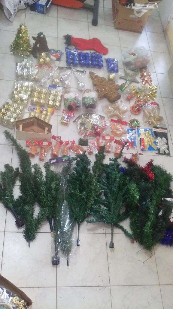 vendo articulos de navidad,arbolitos,perebre,luces,bolas 0