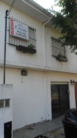 Venta Beccar Duplex 4 amb cochera, patio