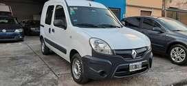 - Renault Kangoo modelo 2015 - Vidriada con Asientos - Nafta1.6 / GNC - 150.000 Km Unica mano de fabrica