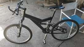 Bicicleta con doble suspención y competición