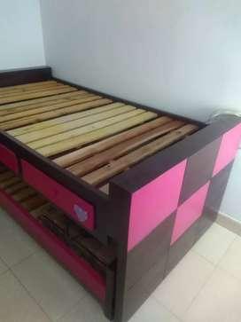Vendo juego de alcoba para niña con doble cama