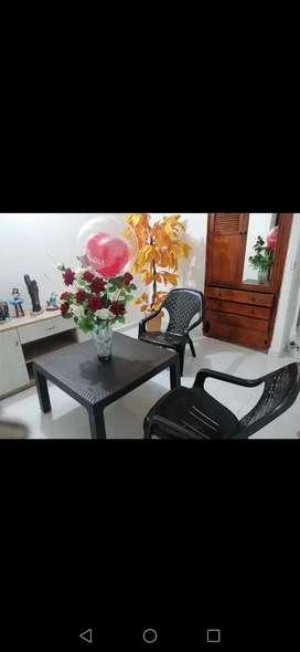 Vendo mesa Rimax con 4 sillas