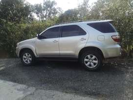 TOYOTA FORTUNER 10 4X4 MANUAL