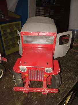 Carro antigüo campero en metal