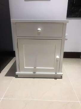 Mesa en poliuretano blanca