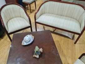 Sala 3 piezas para 4 personas, incluye mesa central
