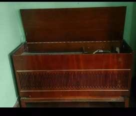 Vendo radiola Antigua marca Philips funcionando
