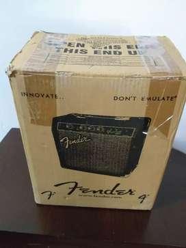 Amplificador Fender frontman 10g en su caja