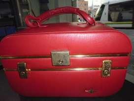 maleta o neceser antiguo con el espejo en buenas condiciones
