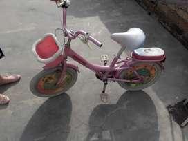 Vendo bicicleta rosada para ñiña