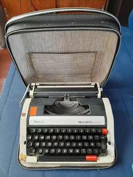 Máquina de escribir en buen estado