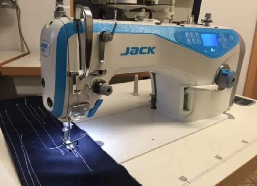 Operaria de confeccion para máquina plana electrónica
