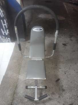 Máquina para hacer abdominales en 130 mil
