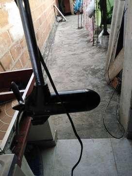 Se vende motor eléctrico para pescar en represa trabaja con batería de carro de 12v