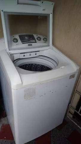 Lavadora secadora Mabe de 18 kg