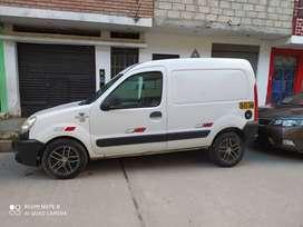 Furgoneta de carga Renault Kangoo petrolero con turbo motor 1500unico dueño