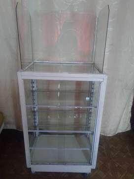 Vendo vitrina en aluminio