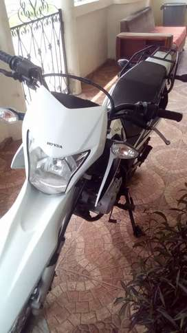 Vendo moto honda 2000 dolor negociable