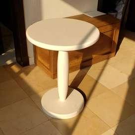 Mesa redonda blanca