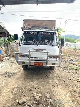 Se vende camion Hino. Con o sin puesto.