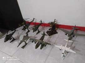 Venta de colección de aviones y helicópteros en madera buena