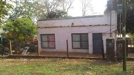 CASA con MUY BUENA ubicación, lugar para alquiler mensuales y temporario, la casa tiene título de propiedad e impuestos