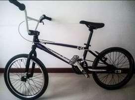 Bicicleta BMX bicicross de pista marca free agent