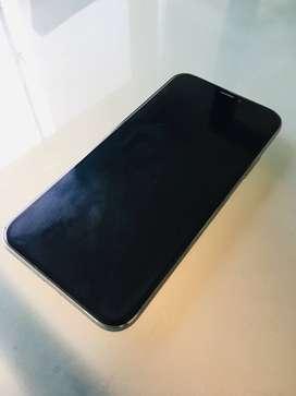 iPhone X - 64 Gb - Usado - incluye 5 cases